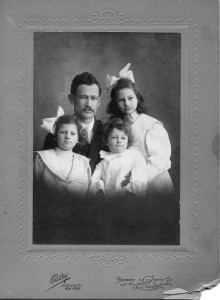 Elinor Brown (top right) with her father and sisters, Alice and Ruthe